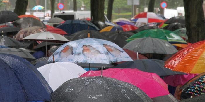 Regen tijdens start Muziek aan de Middenweg 2016